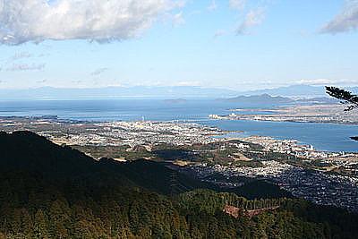 ケーブル延暦寺駅前から琵琶湖を望む