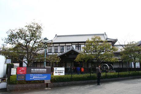 梅小路蒸気機関車館のエントランスは二条駅旧駅舎